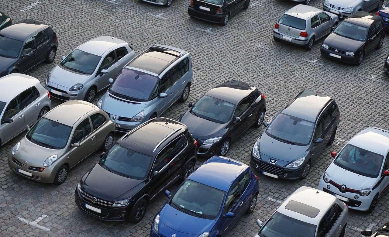 Parking Wspólnoty Mieszkaniowej – kto może korzystać z miejsc postojowych?