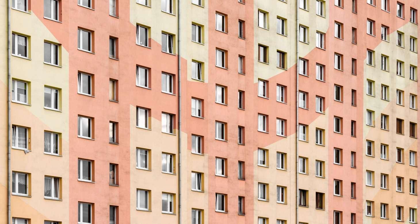 Głośni sąsiedzi w bloku
